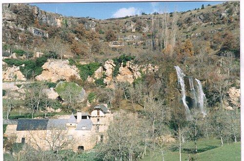 salles-la-source-cascade-laroque