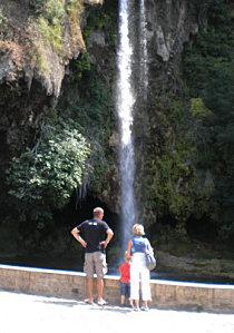 touristes-cascade.jpg