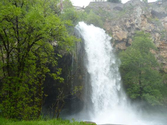 Une L�gende De La Cascade: Une Cascade Très Attractive Au Terme D'un Printemps
