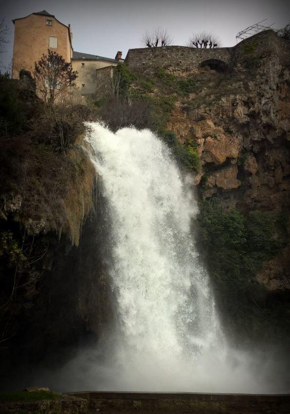 cascada del pueblo